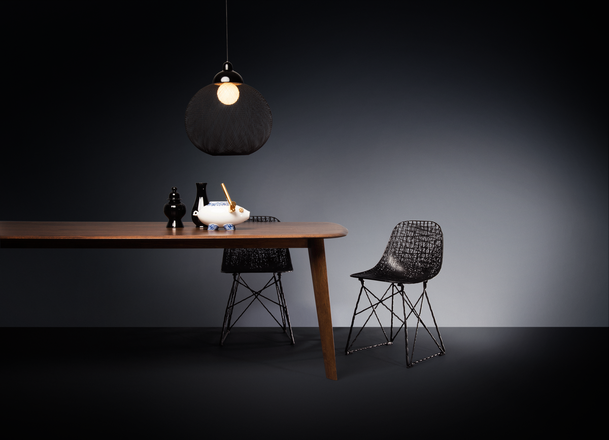 Poetic composition Zio Dining Table, Non Random suspension light and Carbon Chair
