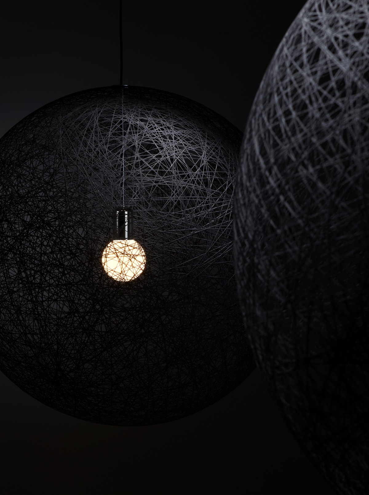 Random Light II suspension black with black background