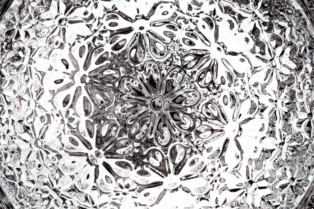 Valentine suspension light detail glass 2