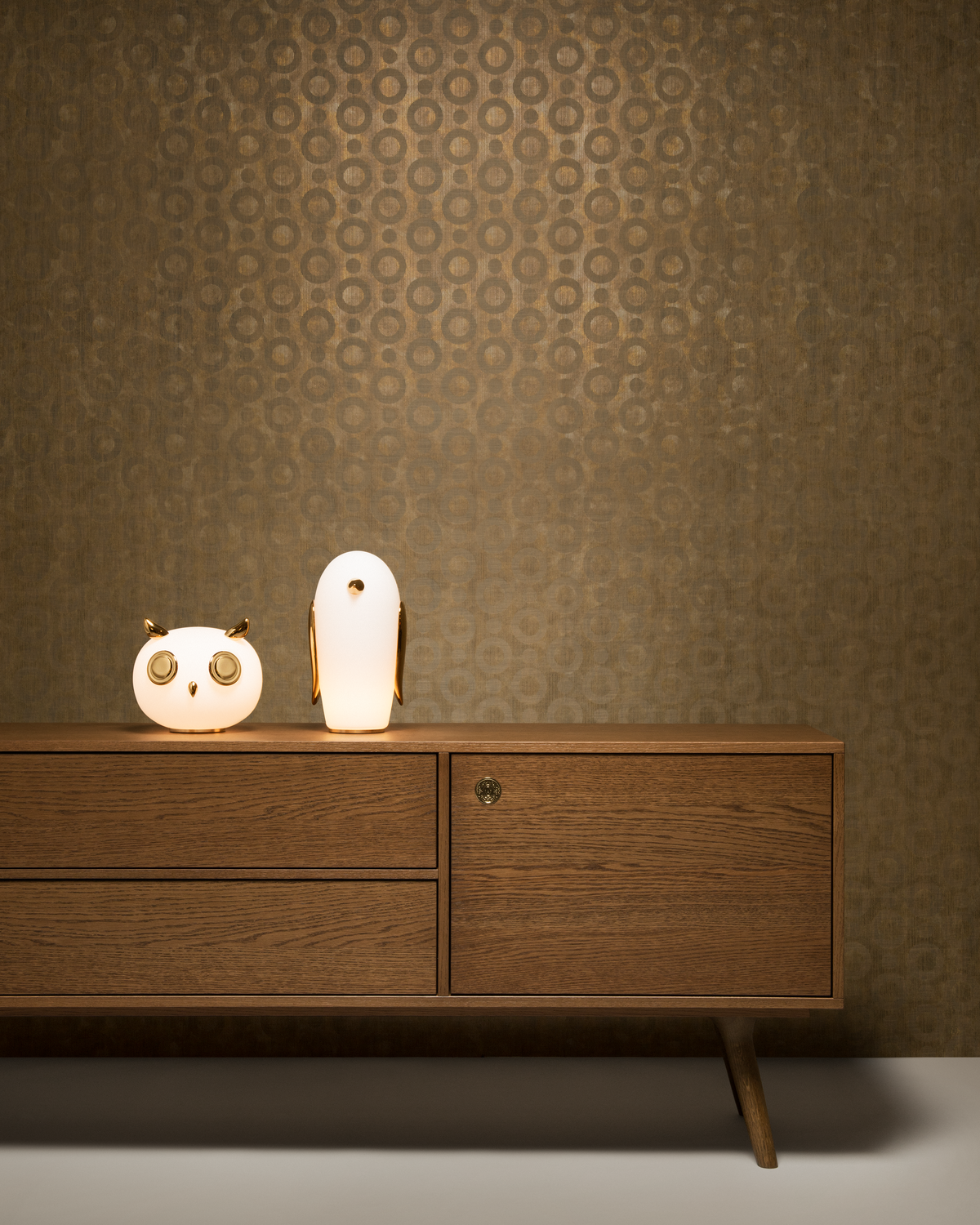 Poetic composition Pet Light Uhuh, Pet Light Noot Noot, Zio Buffet and Moooi Wallcovering