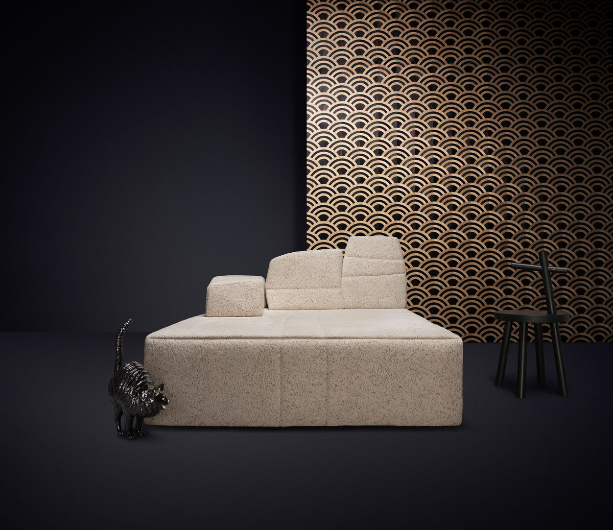 Poetic composition SLT Sofa, Woody side table and Moooi Wallcovering Tokyo Blue